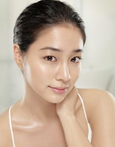 beautyful asian woman with glowy skin